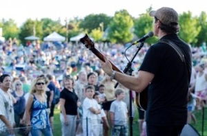 The  Sounds of Summer Concert Series provides another excuse to enjoy the beautiful outdoor summer evenings in Lake Oswego, Oregon.
