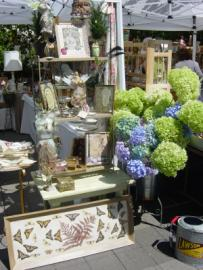 A free shuttle will transport you from the Farmer's Market to the Art and Antique Fair this Saturday in Lake Oswego.